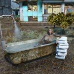 Работающие душевые кабинки , ванные , унитазы